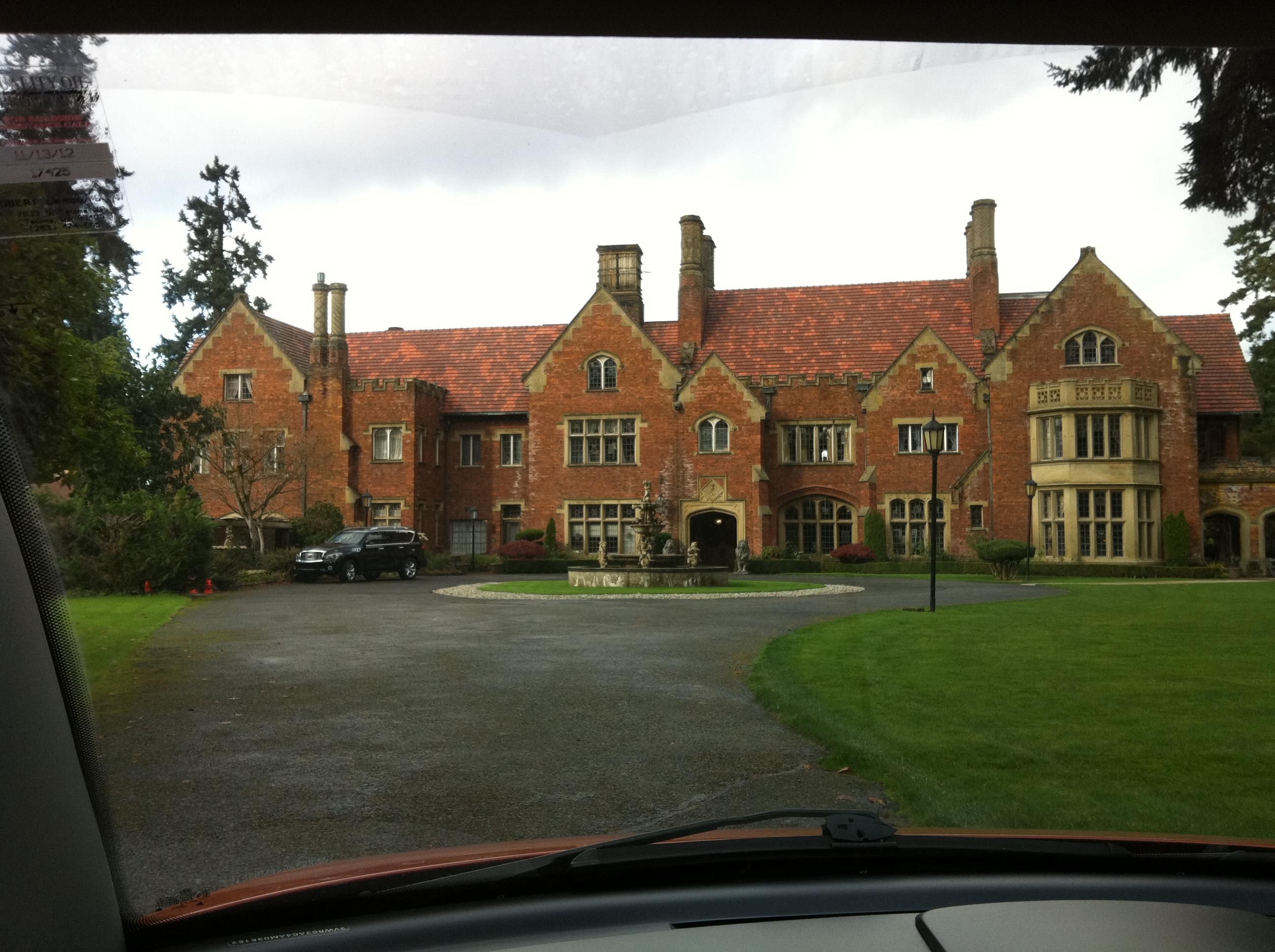 Calendar November : Thornewood castle marissa meyer